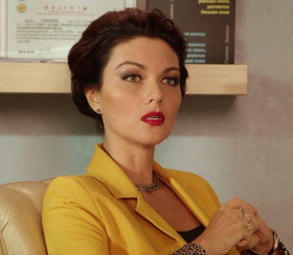 """ФОТО: """"Хөөрхөн төрөх албагүй"""" киноны Вика Клочкова буюу жүжигчин Юлия Такшина undefined"""